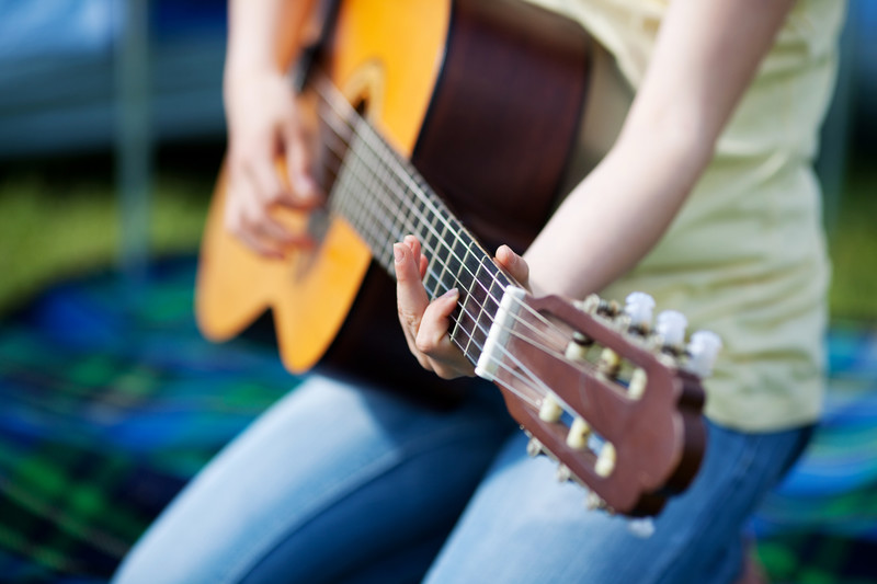 MAKE MUSIC AND FEEL IT! ~Guitar Lessons for Adults~