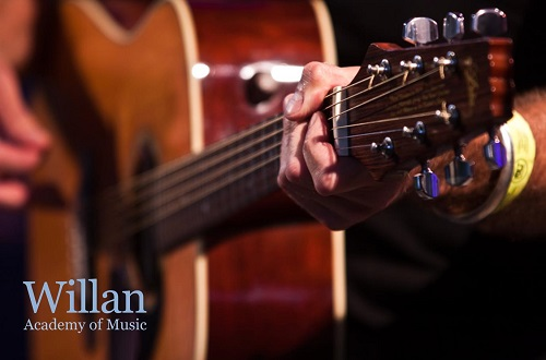 5 SIMPLE TIPS TO MAINTAIN YOUR ACOUSTIC GUITAR