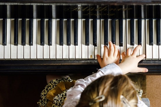 Piano, in home music lessons